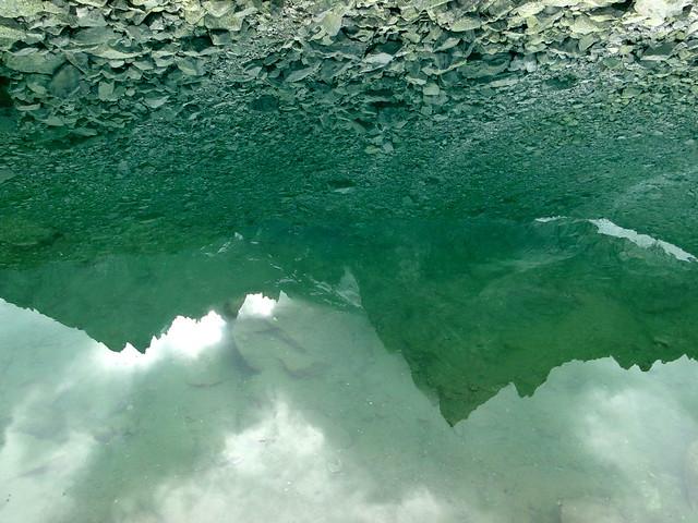 reflet lac bleu
