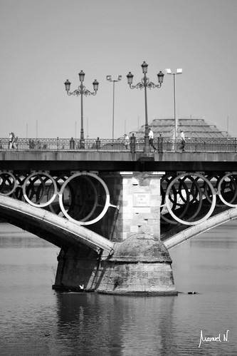 Puente de Triana (pilar)