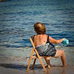 refrigerio (ffiloo) Tags: summer sun sol beach water mar costume agua estate playa silla verano sole acqua calore sedia puglia bellezza calor brindisi caldo regadera ostuni refrigerio acconciatura rinfresco torrecanne messainpiega innaffiatotio ffiloo