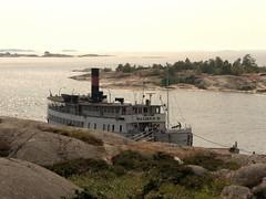 Dampfschifffahrtsbootsanlegestelle (transloid) Tags: summer lumix sweden stockholm sommer schweden panasonic g1 steamboat archipelago schären bootstour dampfschiff bullerö skärgarden 14140mm bullerön