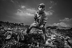 Smoky Mountain, Tondo - Child's Work (Mio Cade) Tags: poverty boy mountain children site kid garbage singapore asia child labor philippines dump dirty manila labour smoky scavenger reportage tondo