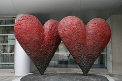 Happy Saint Valentine's Day! (Sandman5) Tags: red canada art museum hearts quebec montreal arts may 2009 mmfa montrealmuseumoffinearts