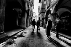 Walking (in Pisa) (Roberto Rubiliani) Tags: architettura architecture bw buildings biancoenero bianconero blackandwhite canon eos70d edifici italia italy people past passato persone rubiliani robertorubiliani street travel tuscany toscana urban culture pisa