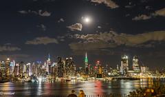 MOON RIVER............!!!!!!!!!!!!! (Xacobeo4) Tags: the moon over manhattan
