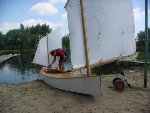 Beth sailing canoe - simple to build excellent performance - plywood boat plan