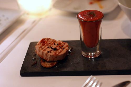 Foie Gras y Gazpacho de Fresa con Pimientos
