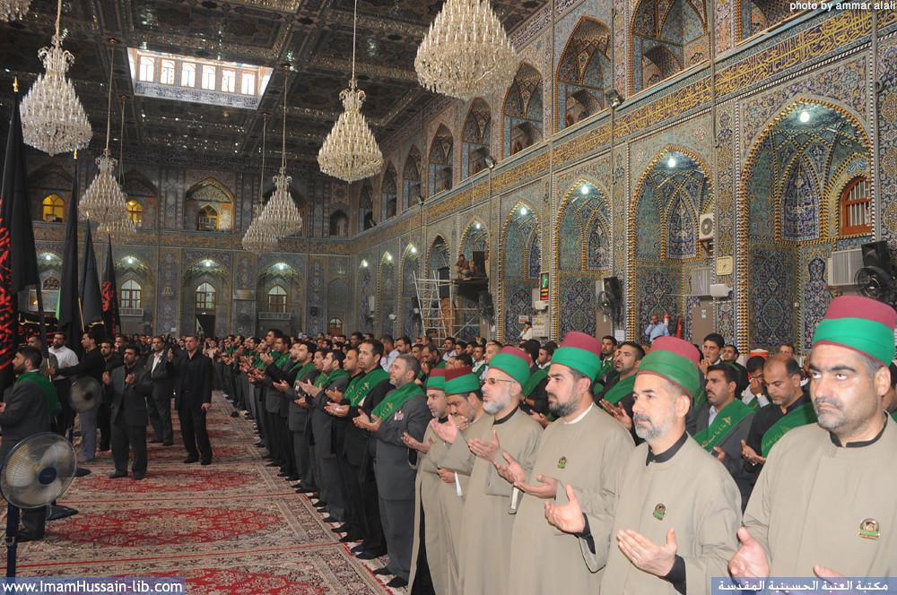 خدام الامام الحسين عليه السلام یؤدون مراسيم العزاء