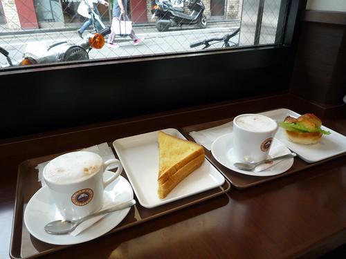 サンマルクカフェで夫婦で朝食
