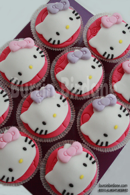 Hello Kitty Cupcake__