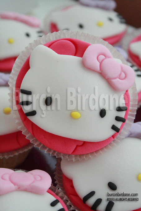 Hello Kitty cupcake_