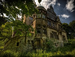 The Backside of the Villa! (Batram) Tags: urban castle beauty germany deutschland for thringen sale euro decay thuringia villa mansion rent exploration chteau urbex auerbach 1000000 saalfeld 1million contactme