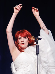 25-06-2010 - Florence And The Machine @ Glastonbury 2010 - (4354) (justin_ng) Tags: uk festival florence machine glastonbury somerset welch florencewelch glastonbury2010florenceandthemacine