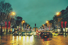 Monamore.. (- M7D . S h R a T y) Tags: light stilllife paris france cars rain night wordsbyme monamore allrightsreserved