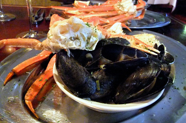 Alaskan Snow Crab Legs and Mussels