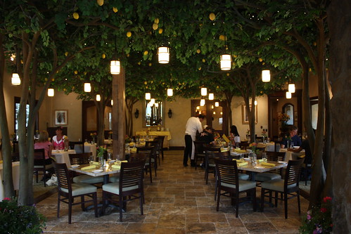 Lojolla Groves Restaurant