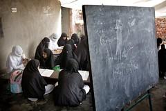 2007-08-15_MG_1403 (Ronald de Hommel) Tags: girls pakistan news studen