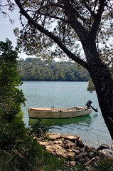 Barquita en el lago de la isla de Mljet