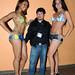 """El editor de Eventos y Sociales, Manuel Nieves, acompañado por las modelos de Argentina y Brasil del show """"Body Paint"""" posando despues de una sesión fotográfica."""