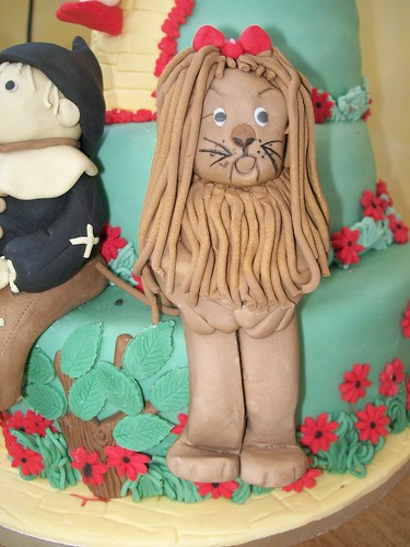 cowardly lion cake topper.wizard of oz cake.cakeebakey