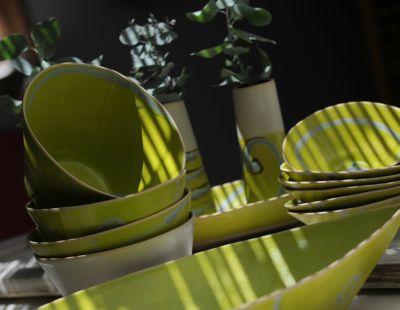 קערות חימר צהובות של לורי גולדשטיין