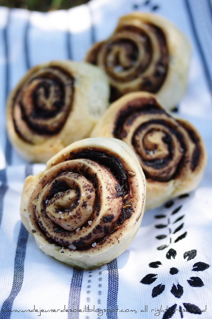 Black and white rose bread