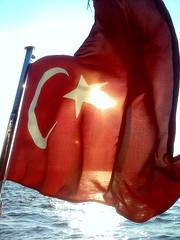 Dalgalan sen de afaklar gibi ey anl hilal.. (gnL ^_^) Tags: red beautiful turkey star trkiye months ay 35 deniz smyrna izmir trk gne bayrak krmz yldz thebestofday gnneniyisi