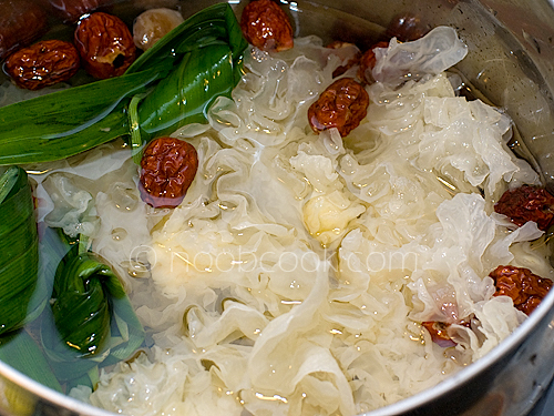 White Fungus with Longan and Ginkgo Nuts 雪耳糖水