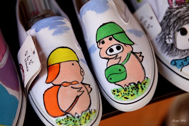 三只小猪手绘布鞋