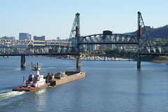 The Western Comet pushes a barge full of gravel towards the Hawthorne Bridge