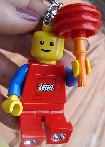 Chaveiro-lanterna Lego