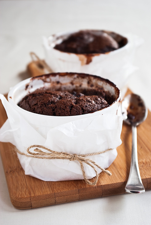 Kitsch in the Kitchen: Self -saucing chocolate puddings