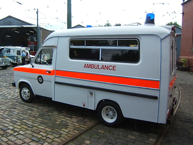 a44ea66ac1 Irish Red Cross 2005 Landrover Discovery 3 TD V6 5DR Sport Commercial 4x4  Ambulance 05D11353 (. AUGUST 1982 FORD TRANSIT 2994cc V6 AMBULANCE CUB454Y  ...