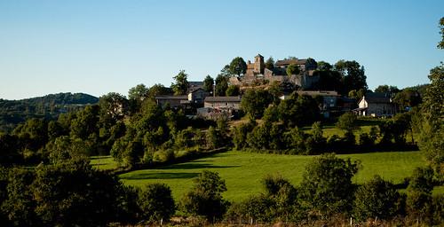 Le Bourg de Mézères vu de la route de Montméat