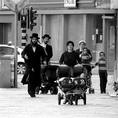 THE FAMILY (Akbar Simonse) Tags: street people urban trafficlights men children women belgium belgique belgie candid streetphotography x antwerp orthodox antwerpen anvers strollers streetshot straat stoplicht hasidism straatfotografie straatfoto wandelwagens dedoka akbarsimonse chassidisme streetphotographycandidstreetportrait