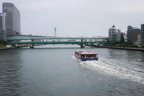 水上バスと東京スカイツリー