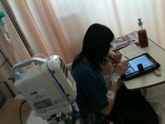 入院しつつiPadを使う妻