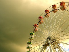 The wheel (5 of 6) (Today is a good day) Tags: wheel evening scotland dusk ferris aberdeen fv10 greenlight funfair starlings sunsetboulevard justplaying yellowlight codonas