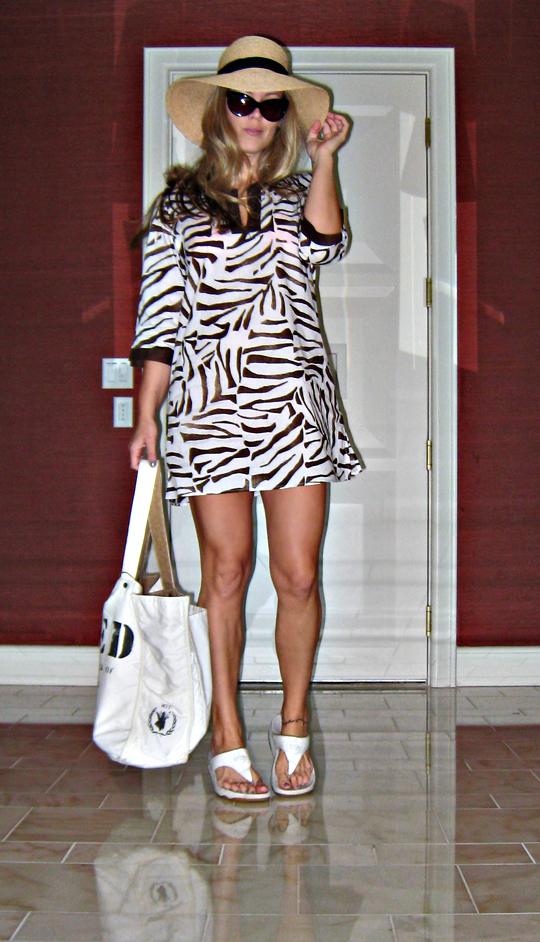 zebra bikini cover up+floppy hat+fitflops+sunglasses+wear to the pool+og