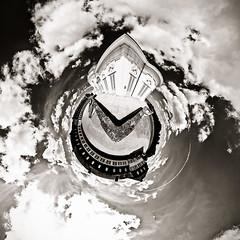 Eine runde Sache... (SW-Version) (OH-Photography) Tags: panorama planet schlosssolitude kugelpanorama mmkef11