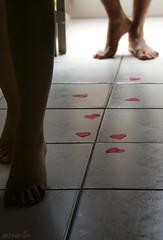 097/365 Trails of love (veravesta) Tags: woman man love feet foot mujer couple floor heart pareja amor steps trail pies 365 corazon hombre suelo pasos piso huella corazones estela 365days 365project canonxti proyecto365 365dias
