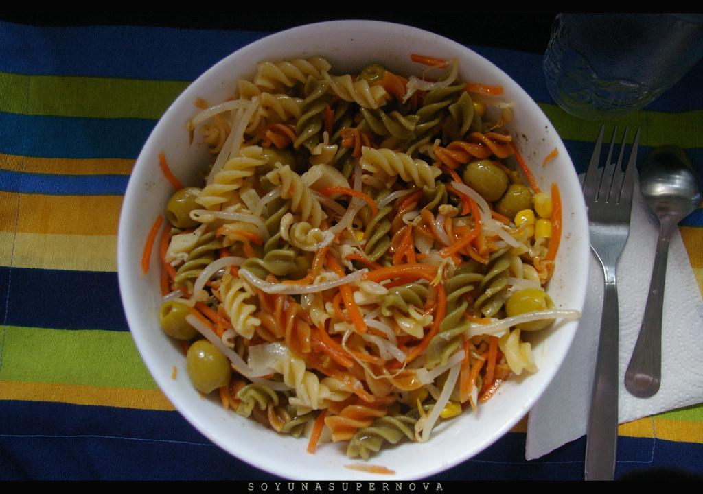 Ensalada de pasta vegana.
