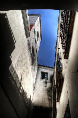 Narrow street at the Jewish quarter of Seville. Callejón en la Judería de Sevilla.