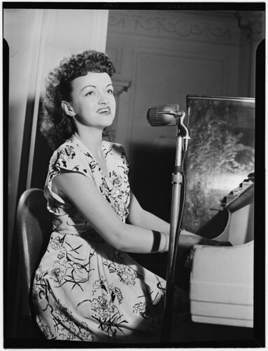 [Portrait of Dardanelle, Sheraton Hotel, Satire Room(?), New York, N.Y., ca. June 1946] (LOC)