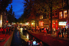 Amsterdam Red Lights (_bel_) Tags: city sky people amsterdam night boat canal redlight
