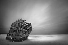 Naufragio (Moises Levy L) Tags: longexposure clouds oregon ship shipwreck cloudscapes 2minutes zeiss18mm longexposure2minutes canon5dmll