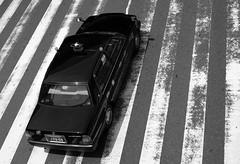 (It's Stefan) Tags: blackandwhite bw blancoynegro monochrome japan japanese noiretblanc taxi  osaka kansai japon giappone birdseyeview biancoenero japn vogelperspektive birdeye  vistadepajaro  siyahvebeyaz schwazweis  stefanhchst