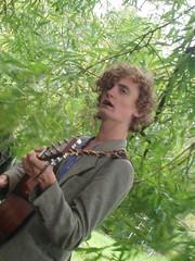 Joe Law sings
