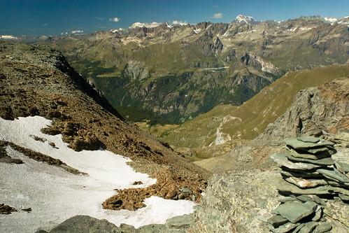 6. Al Colle del Tournalin, il vallone pietroso, il Grand Combin ed il Monte Bianco