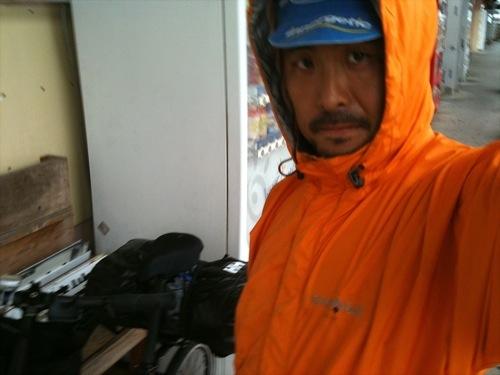 沖縄初ライドは雨