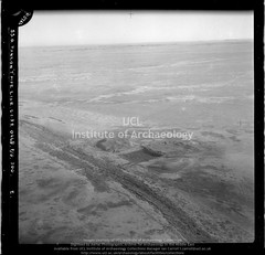 No ref (05726 of 'T' Pipe Line roll) Qasr el-Khidr (APAAME) Tags: blackwhite cellulosenegative oblique royalairforce scannedfromnegative siraurelstein uclinstituteofarchaeology uclinstituteofarchaeologyspecialcollections aerialarchaeology aerialphotography middleeast airphoto archaeology ancienthistory
